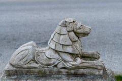 Ma?a kamienna lew statua w Stanley parku blisko do lew bramy mostu obraz royalty free