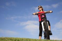 ma kobiety rowerowa zabawa Fotografia Royalty Free