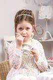 ma małej partyjnej herbaty piękna dziewczyna Obrazy Stock