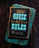 Ma maison mon signe de règles Images stock