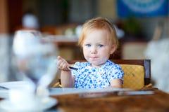 ma śniadaniowa dziewczyna Zdjęcia Stock