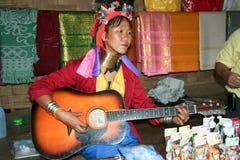 MA-PLAY, músico do pescoço de Karen e cantor longos Fotografia de Stock