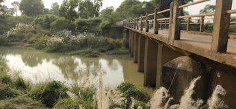 Mała rzeka I most indu obrazy stock