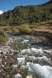 mała rzeka z mounatin na drodze od Kunming los angeles, Ch Obraz Stock