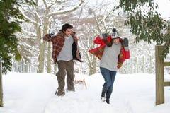 Ma snowball walkę potomstwo para Zdjęcie Stock
