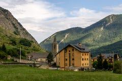 Mała wioska w Halnej dolinie fotografia stock