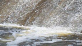 ma?a wodospadu Woda płynie od tamy zdjęcie wideo