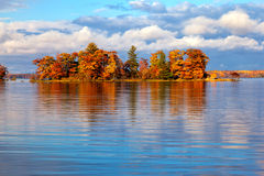 Mała wyspa w jesieni Zdjęcia Stock