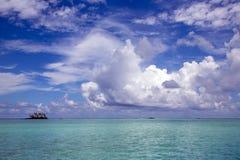 Mała wyspa w oceanie spokojnym, Francuski Polynesia obrazy stock
