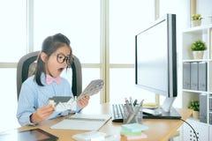 Mały biznesowy domowy agent pracuje na firmie Zdjęcia Stock