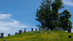 Mały cmentarz na wzgórzu w kraju Obraz Stock