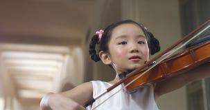 mały dziewczyna skrzypce Obrazy Royalty Free