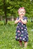 mały dziewczyna spacer Fotografia Royalty Free