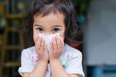 Mały dziewczynka gag Fotografia Royalty Free