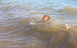 mały dziewczyny morze Zdjęcia Royalty Free