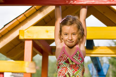 mały dziewczyny obwieszenie Obraz Stock