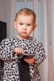 mały dziewczyny telefon komórkowy Obrazy Royalty Free