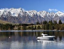Mały jacht na Jeziornym Wakatipu Fotografia Stock