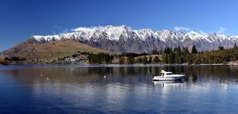Mały jacht na Jeziornym Wakatipu Obraz Stock