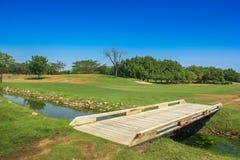 Mały most przy polem golfowym Fotografia Royalty Free