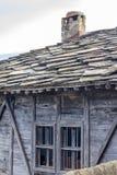 Mały okno zaniechany stary drewniany dom Zdjęcia Stock