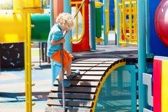 mały plac zabaw Dziecko sztuka w lato parku Zdjęcia Stock
