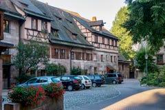 Mały podwórze w Nuremberg miasteczku w Niemcy. Zdjęcia Stock