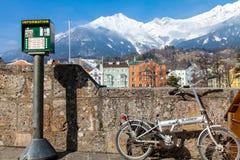 Mały rower z fastastic widokiem górskim Zdjęcia Royalty Free