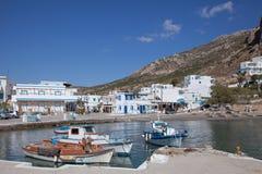 Mały schronienie Finiki na Karpathos, Grecja Zdjęcie Stock