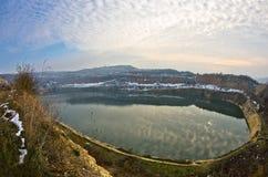 Mały sztuczny jezioro na pogodnym zima dniu Fotografia Royalty Free