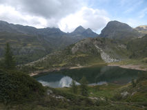 Mały wysokogórski jezioro na Bergamo Alps Zdjęcie Royalty Free