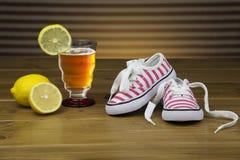 Małych dziewczynek sneakers Fotografia Royalty Free