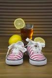 Małych dziewczynek sneakers Zdjęcie Royalty Free