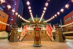 Ma Zhu Miao świątynia w Chinatown okręgu Yokohama przy nocą, Japonia Fotografia Stock