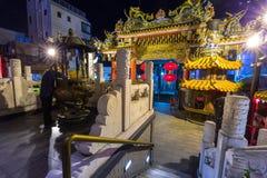 Ma Zhu Miao świątynia w Chinatown okręgu Yokohama przy nocą, Japonia Zdjęcia Stock