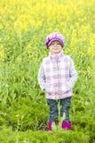 Mała dziewczynka jest ubranym gumowych buty Zdjęcie Royalty Free