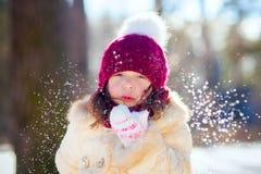 Mała dziewczynka w zima lesie Obrazy Royalty Free