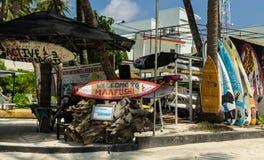 Maafushi wyspy, Maldives †'Listopad, 2017: Malowniczy Maafush surfingu centrum, Maafushi wyspa, Maldives, ocean indyjski Obraz Stock