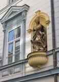 Maagdelijk de muurstandbeeld van Mary in Maribor, Slovenië stock foto
