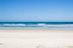 Maagdelijk tropisch strand Stock Afbeelding