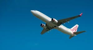 Maagdelijke Luchtroutes Boeing 737 tijdens de vlucht stock fotografie