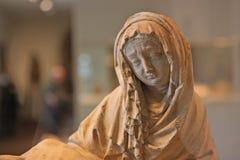 Maagdelijke Mary die droevig kijkt Stock Foto's