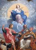 Maagdelijke Mary met St John de Evangelist, Augustine, John Chrysostom en Gregory Groot stock foto