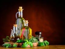 Maagdelijke Olive Oil, Basilicum en Rosemary met Exemplaarruimte Royalty-vrije Stock Foto's