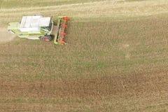Maaidorsen een Gebied van het Dalingsgraan Stock Foto
