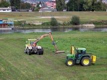 Maaiende tractor Royalty-vrije Stock Afbeeldingen
