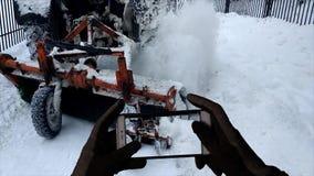 Maak de straten van sneeuw schoon stock footage