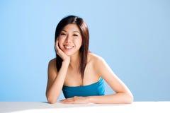 Maak en verfrissend gezicht van Aziatische jonge vrouw schoon royalty-vrije stock fotografie