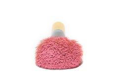 Maak omhoog borstel met roze poeder op wit Stock Foto