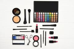 maak omhoog en kosmetische geschikte schoonheidsproducten Stock Foto
